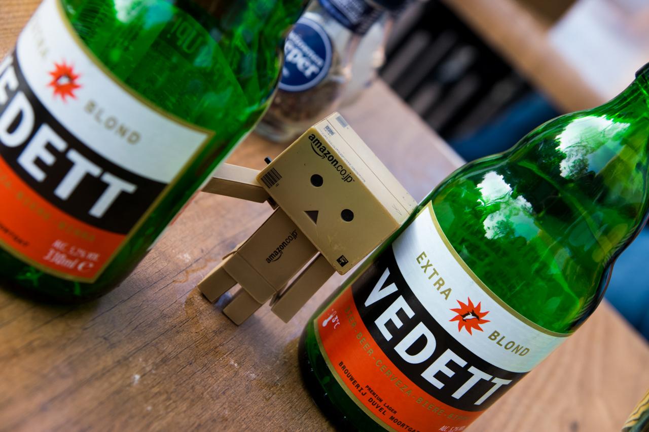 Danbo con una cerveza